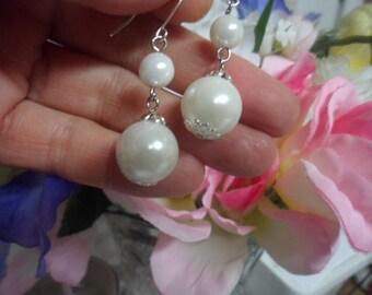 VINTAGE WHITE PEARL Luminous Dangle Drop 925 Sterling Silver Earwires Graduated Bead Ball Earrings Nice