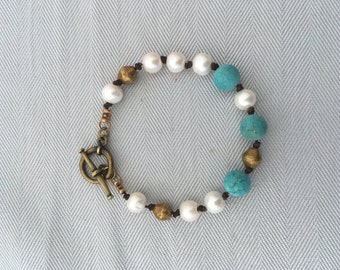 Pearl and Matte Turquoise beads, Leather knotted Bracelet