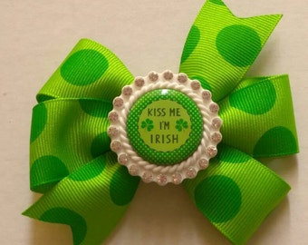 St Patrick's day hair bow, green hair bow, Kiss me I'm Irish bow, St Patrick's pigtail bow, dress up bows, four leaf clover hair bow