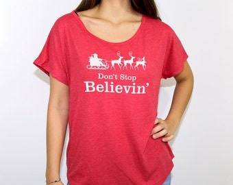 Short sleeve round-neck red t-shirt with Don't Stop Believin' in silver glitter