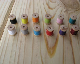 12 Pieces Miniature Wooden Thread Spools with Different Colors Cotton Thread