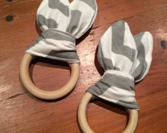Natural Wood Crinkle Sound Bunny Ears Teething Ring Toy, Grey and White Chevron