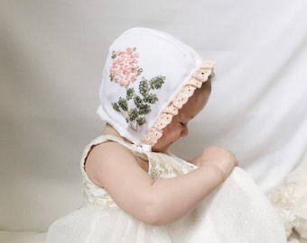 Julietta- Embroidered reversible bonnet for your little one.