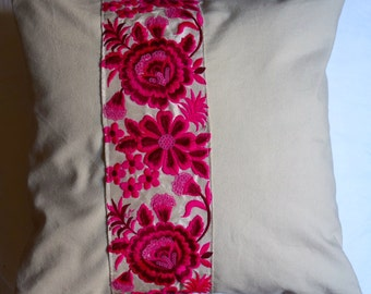 Garden Indian 4 series: Cushion, 40 x 40, or 16 x 16, beige cotton, embroidered braid Indian fuchsia.