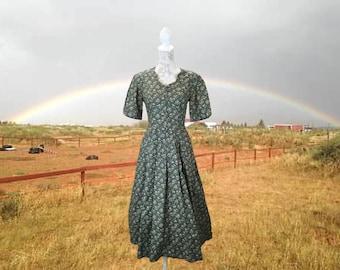 Divine Laura Ashley Dress, Floral Vintage Dress, Country Green Dress, House Dress, Boho Dress, Laura Ashley, Medium