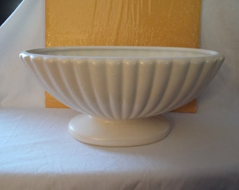 Haeger Pottery, USA, #3978 style, off white