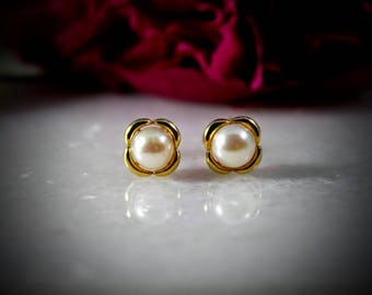 14k Gold Clover Pearl Studs