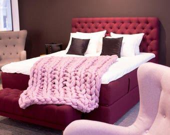 Pink blanket, pink throw blanket, FREE SHIP! Pink knitted throw, pink cable knit throw. Pink knit blanket, pink knit throw blanket.