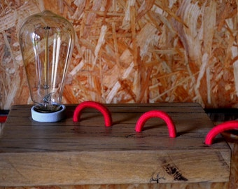 JULIETTE | snake desk lamp with red coton cable and pear filament bulb | lampe serpent avec cordon rouge en coton et lampe poire a filament
