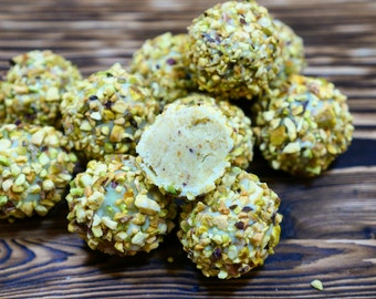 20 pcs Pistachio truffles, Wedding Favors, Wedding Gifts, wedding bomboniere birthday love,  white chocolate truffle milk chocolate