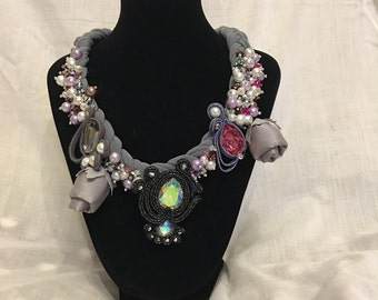 Round neck strap with silk roses