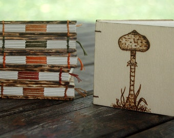 Mini wooden notebooks pirograbadas by hand, Made with fruit boxes, ecological and sustainable.
