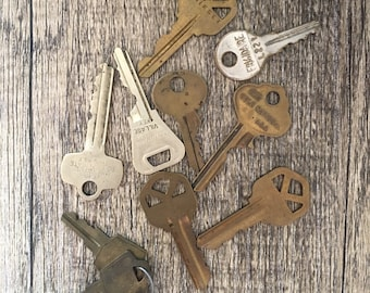 Assorted Vintage Keys
