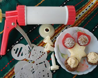 Vintage Bulgarian Pastry Decorating Set / Cake Syringe with Interchangeable Attachments / Pastry Icing Piping Injector/1980s