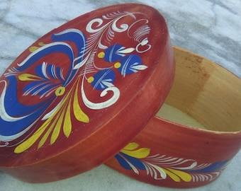 """Vintage hand-painted German Heimatwerk wooden """"Shaker"""" box"""