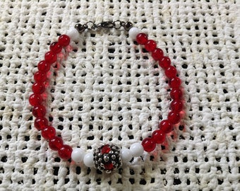 Red and white accent bracelet
