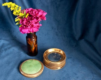 Art Deco Brass and Guilloche Powder box / Compact – Patented 1926 – Green - 1920s - Refillable