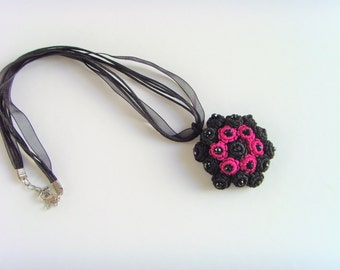 Romantic Rose Fuchsia black beads necklace in silk