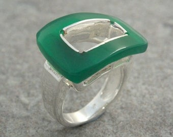 Sterling silver ring and green onyx