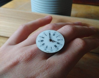 Ring made of a watch dial with hands