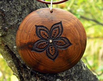 Necklace in wood of sabina with lace of leather and silver