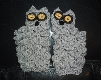 Knitted gloves with an open edge in design of owls