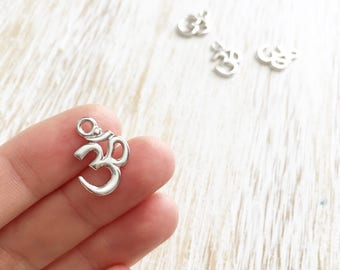 Silver Om Symbol Charm 18mm / 4pc, Ohm Charm, Buddhist Charm, Buddhist Jewelry, Yoga Charm, Yoga Jewelry, Mala Bead Bracelet (T94229861)
