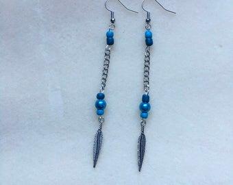 Feather chain dangle earrings