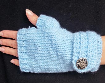 Fingerless gloves with silver button
