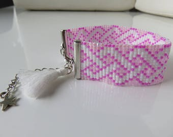 Bracelet woven in beads Miyuki Delicas 11/0 of pink and white color, decorated with a white pompon (Ref: 055)
