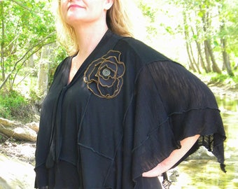 Cape woman and flower black patchwork tunic