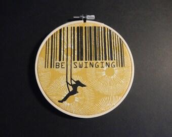 BESWINGING/screenprint in hoop size: 13 x 13 cm