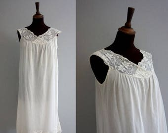 1960s White Nightgown /Vintage Lace Nightgown