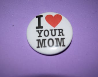 I love your mom 1.5 button/pin