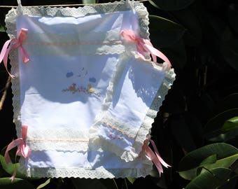 Quilt Lullaby in ducklings embroidered by hand, girl