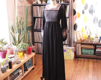 Medieval peasant dress with balloon sleeves . 1970s black maxi dress with quilted bib . goth witch hippie festival dress, womens small