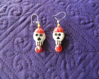Adorable Pirate Skull Lampglass Earrings