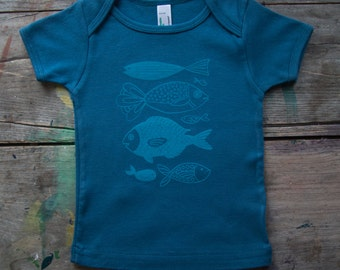hand-printed organic cotton fishes tee for baby and toddler. kids, gender neutral, boys, girls, blue, teal, aqua, handmade, gifts, nautical