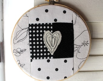 Wall hanging, Hoop Art, love, Bouche cousue, screenprint, design, heart, black and white, floral, decor, gift, wedding,