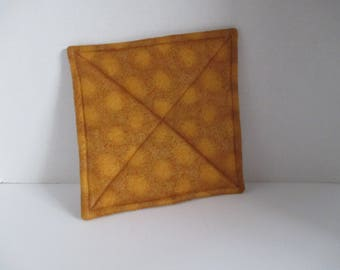 Gold pot holder, hot pad, baking, oven, trivet, kitchen and dining, housewares, table, dining room, kitchen, patio