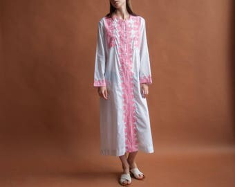 white pink embroidered caftan dress / cotton ethnic maxi dress / long hippie dress / s / m / 2224d / B7