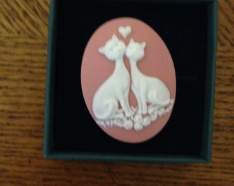 Magnetic Cameo Brooch, Siamese Cats