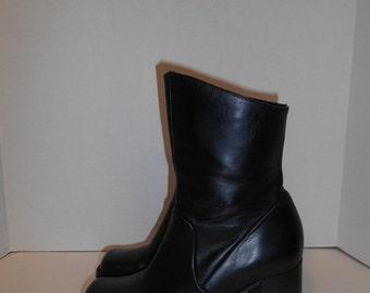 30% Off SALE Vintage Womens  90s Chunky Heel boots Black Leather Minimalist  Size  US 6.5