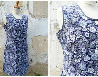 Vintage 1970s French housecoat /worker dress / black floral printed cotton  size S/M