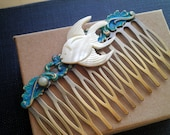 Vintage Mother of Pearl Fish Hair Comb - Miniature Tropical Fish and Tiny Pearl Button Hair Accessory - Retro Nautical Beach Wedding Comb