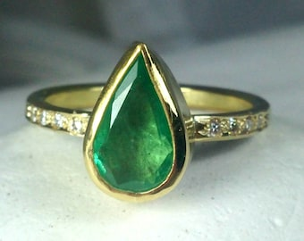 Emerald Ring, Emerald and Diamond Engagement Ring, 1.88 carat Emerald and Diamond 18 kt solid gold Solitaire Ring