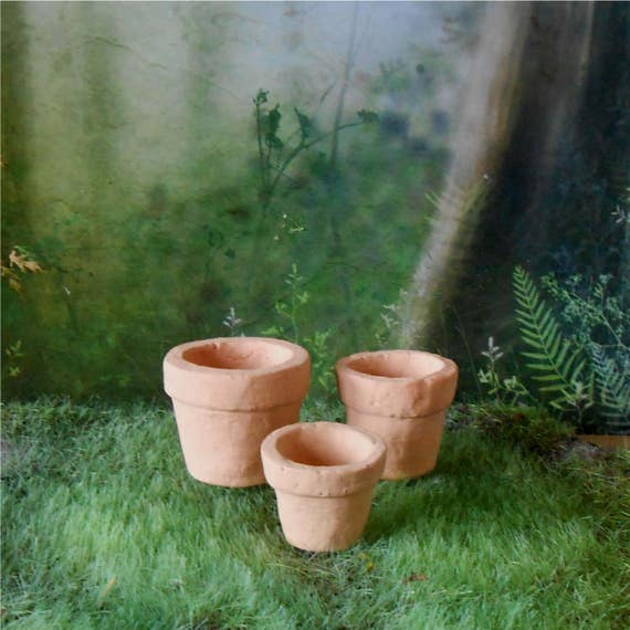 Set of 3 miniature clay flower pots 1 1 2 inches for Small clay flower pots