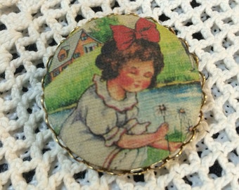Vintage pin Textile Button art vintage Jewelry brooches Brooch Girl Picking Daisy