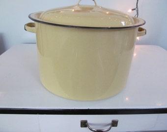 Vintage Enamelware Stock Pot Yellow and Black - Shabby Farmhouse Kitchen Garden - Enamel Ware