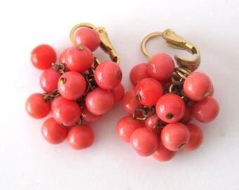 Salmon Pink Colored Bead Cluster Earrings / Fifties Vintage Earrings / Vogue Jewlery / Vintage Clip On Earrings / Cha Cha Earrings